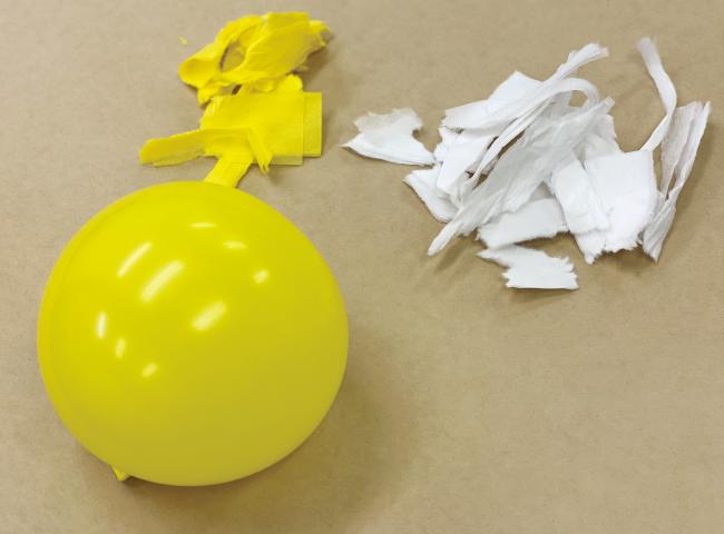 和紙ランプシェードの作り方02_風船と細かくした和紙