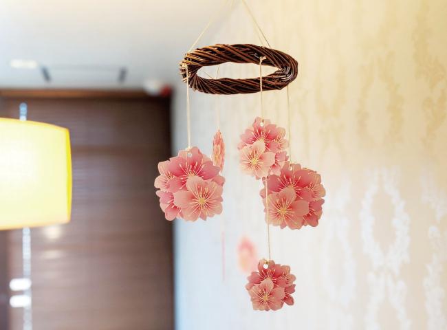 桜のモビールの作り方08_部屋に飾った桜のモビール